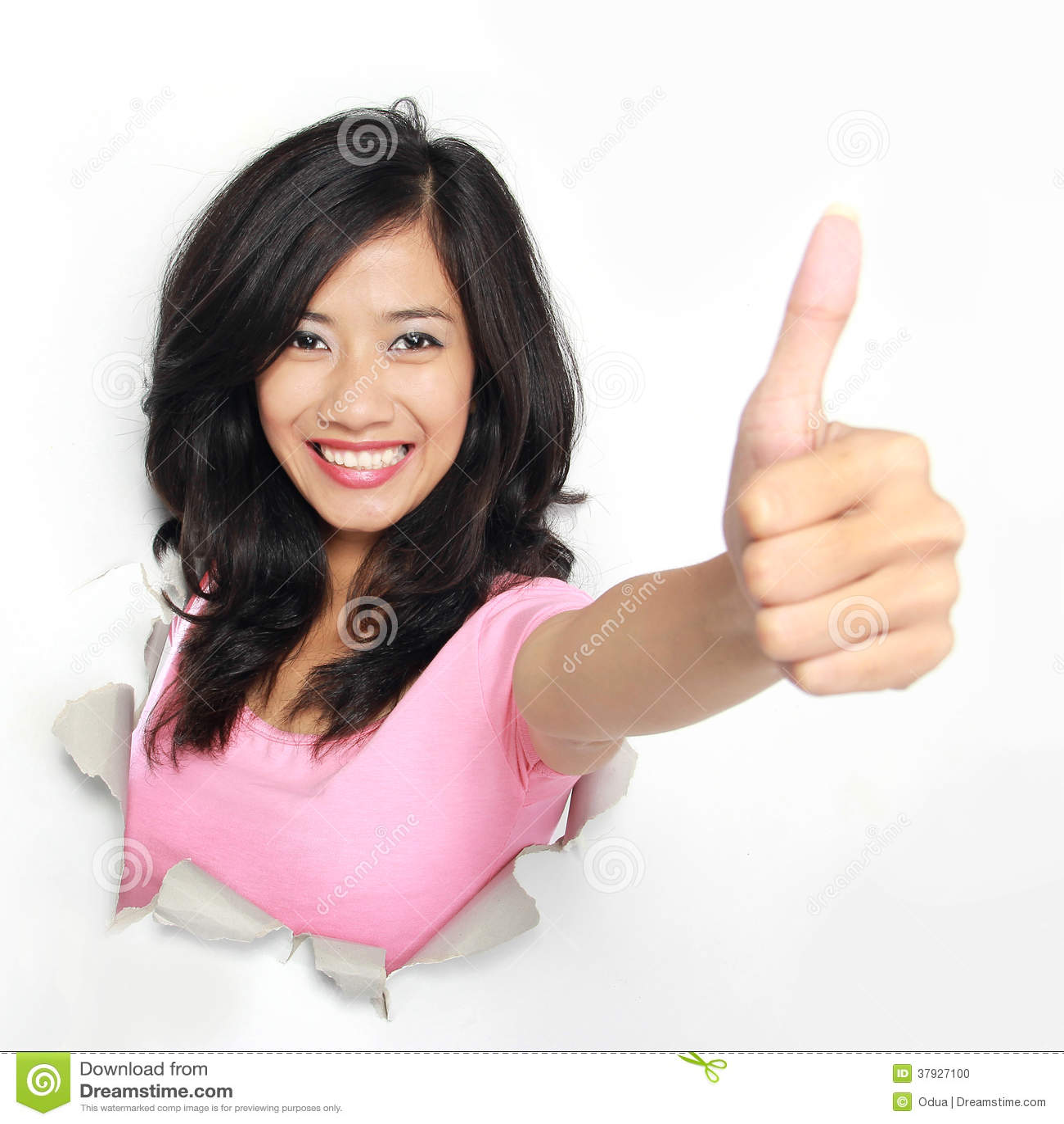 Женщина приходя из отверстия срывая и показывая большой палец руки вверх