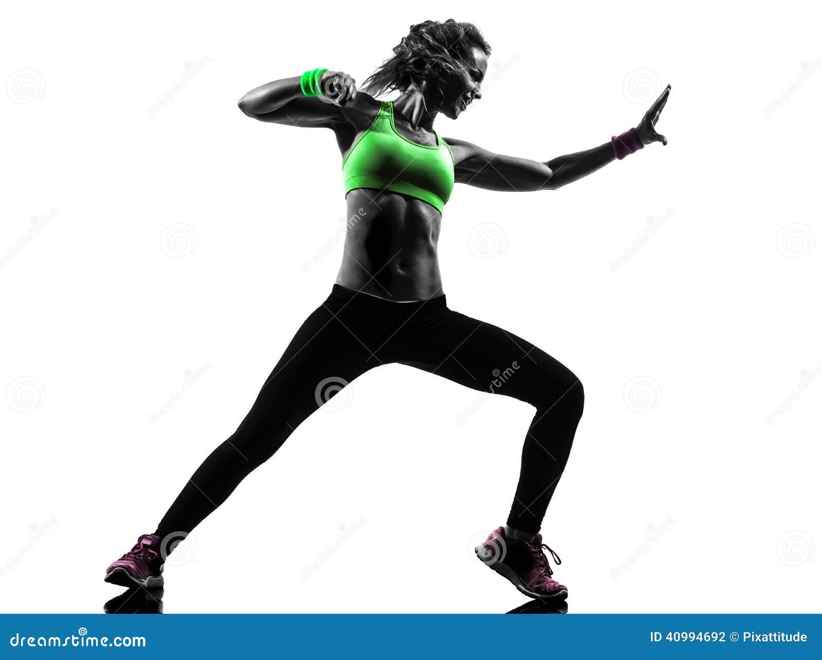 Женщина работая силуэт танцев zumba пригодности