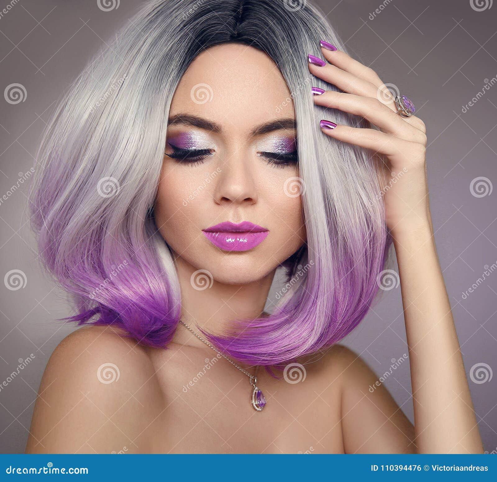 Женщина расцветки волос bob Ombre Портрет красоты белокурых wi модели