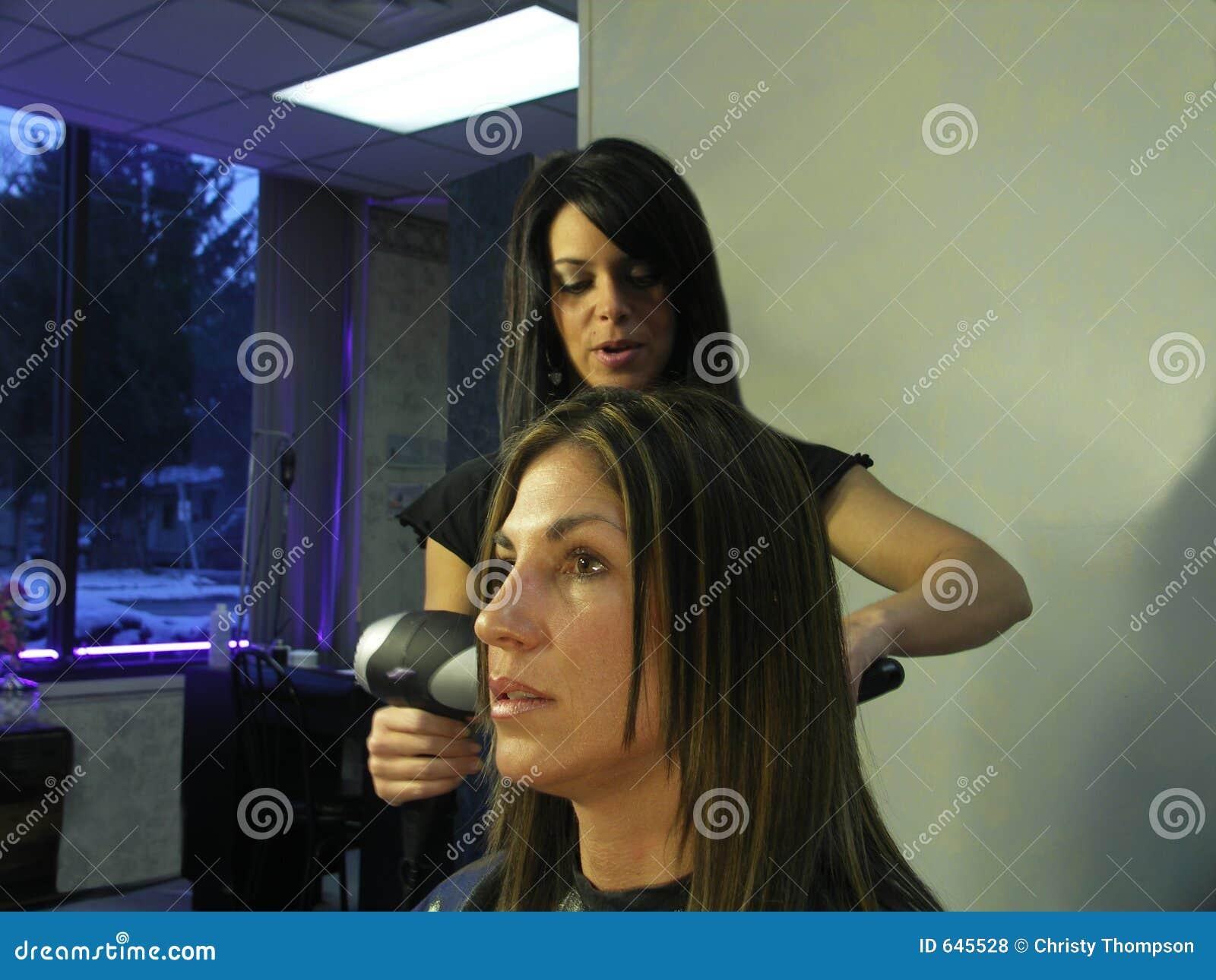 Download женщина салона стоковое фото. изображение насчитывающей стрижка - 645528