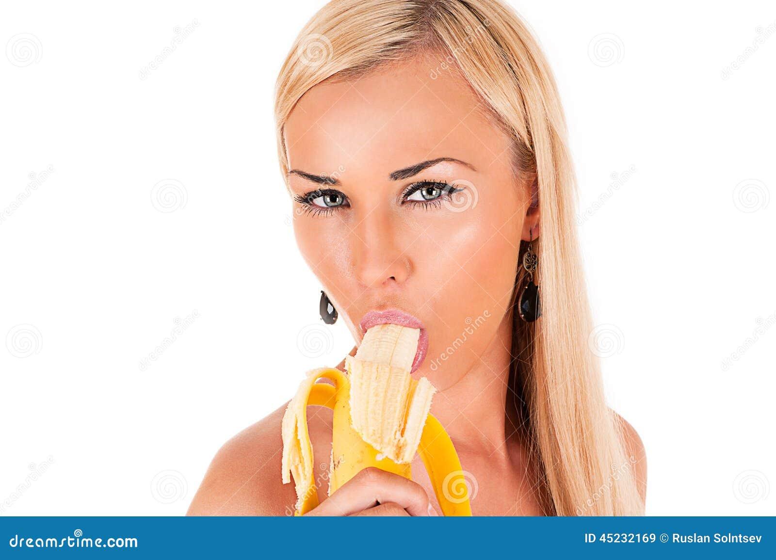 Девка сосет банан фото 228-473