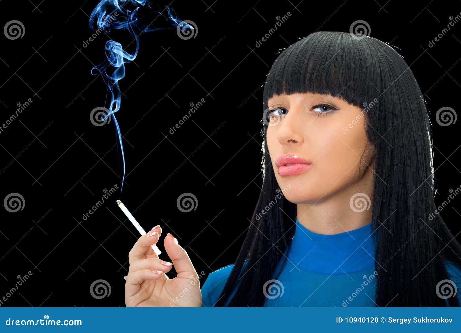 женщина сигареты