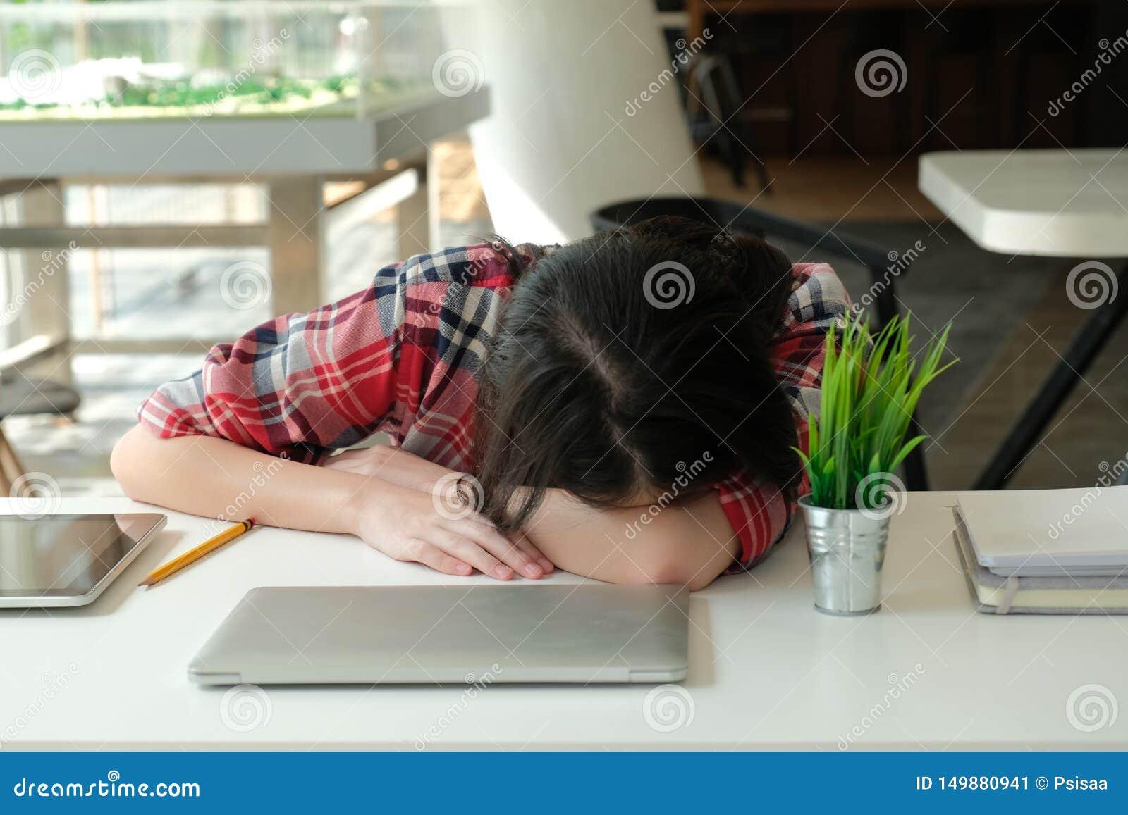 Фото уставших от работы девушек девушка на работе рассказы