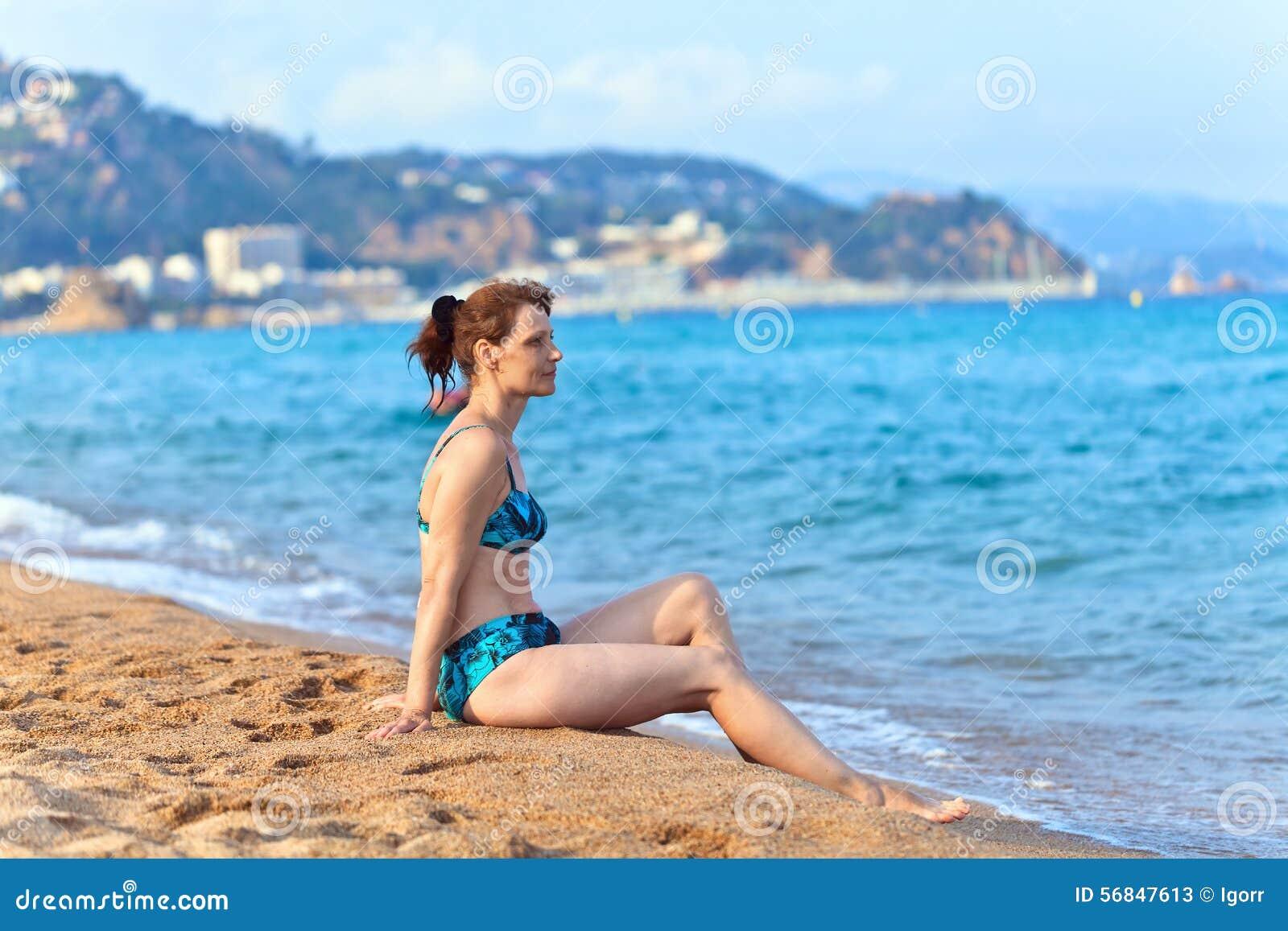 Видео ролики бесплатно женщин в возрасте на пляже фото 224-957