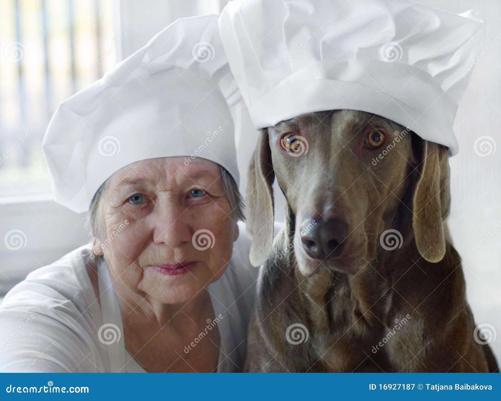 женщина старшия собаки