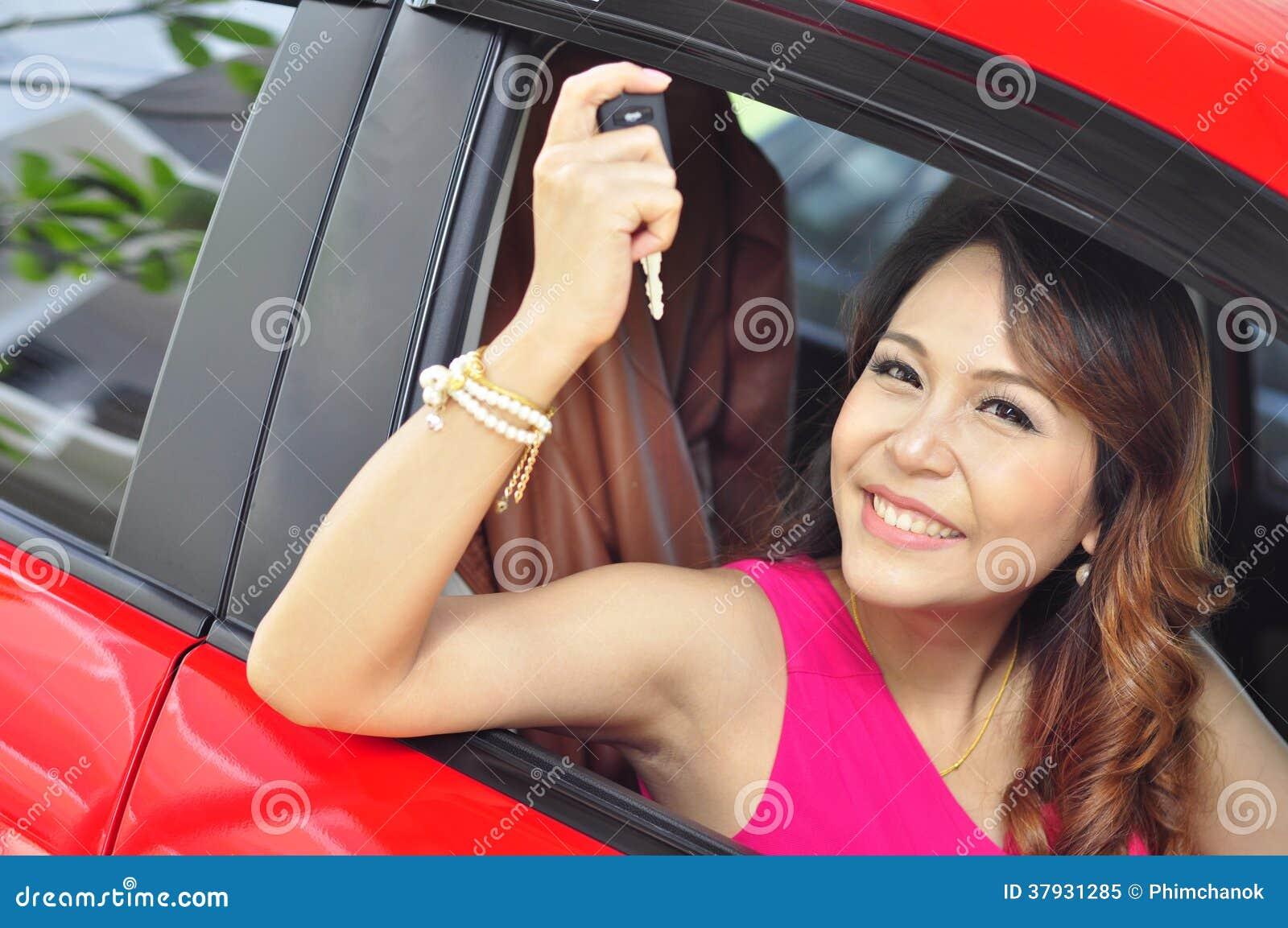 Женщина с автомобилем