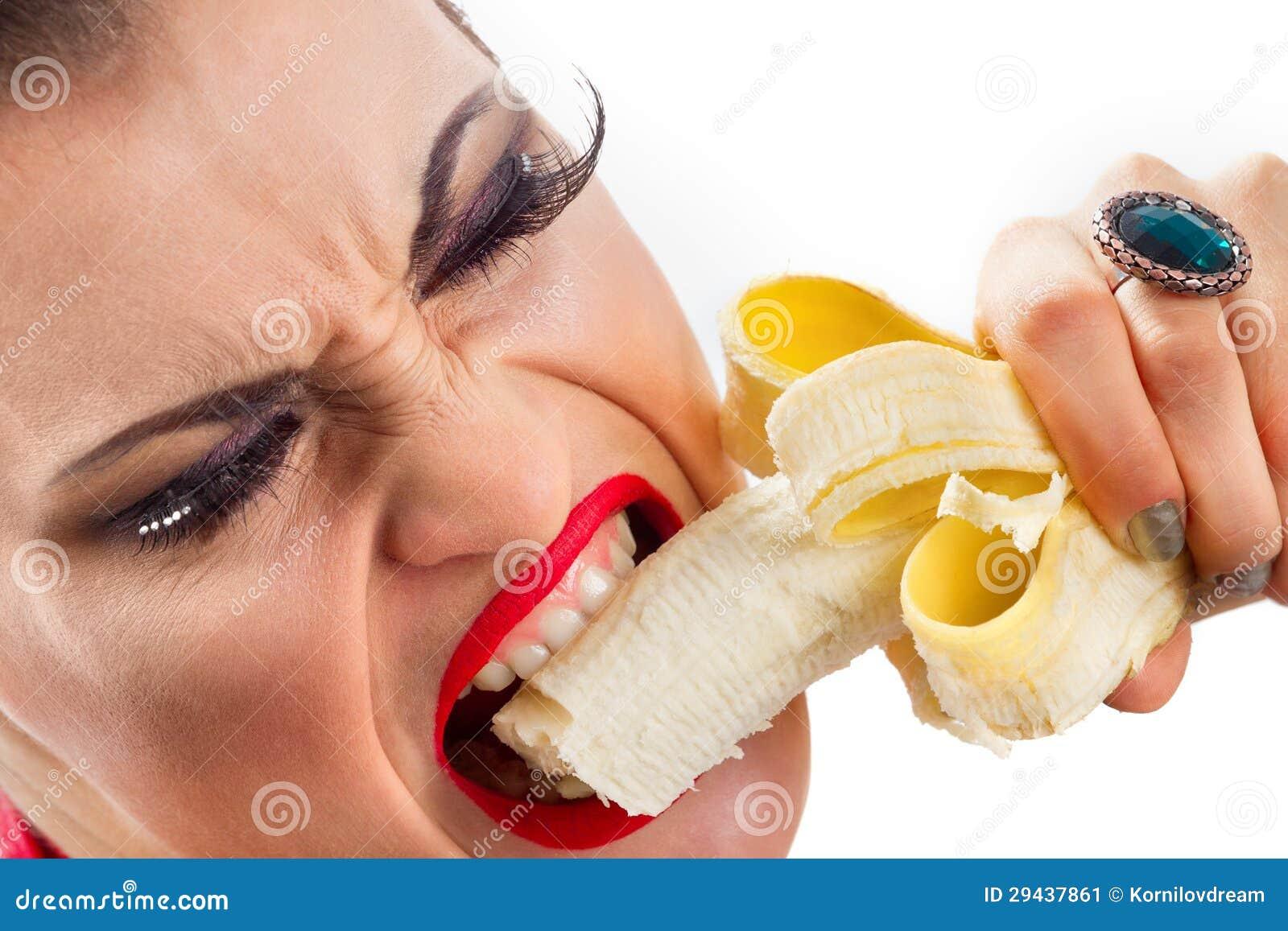Спящей засунули член в рот, Брат засунул хуй в рот пьяной спящей сестре блондинке 23 фотография