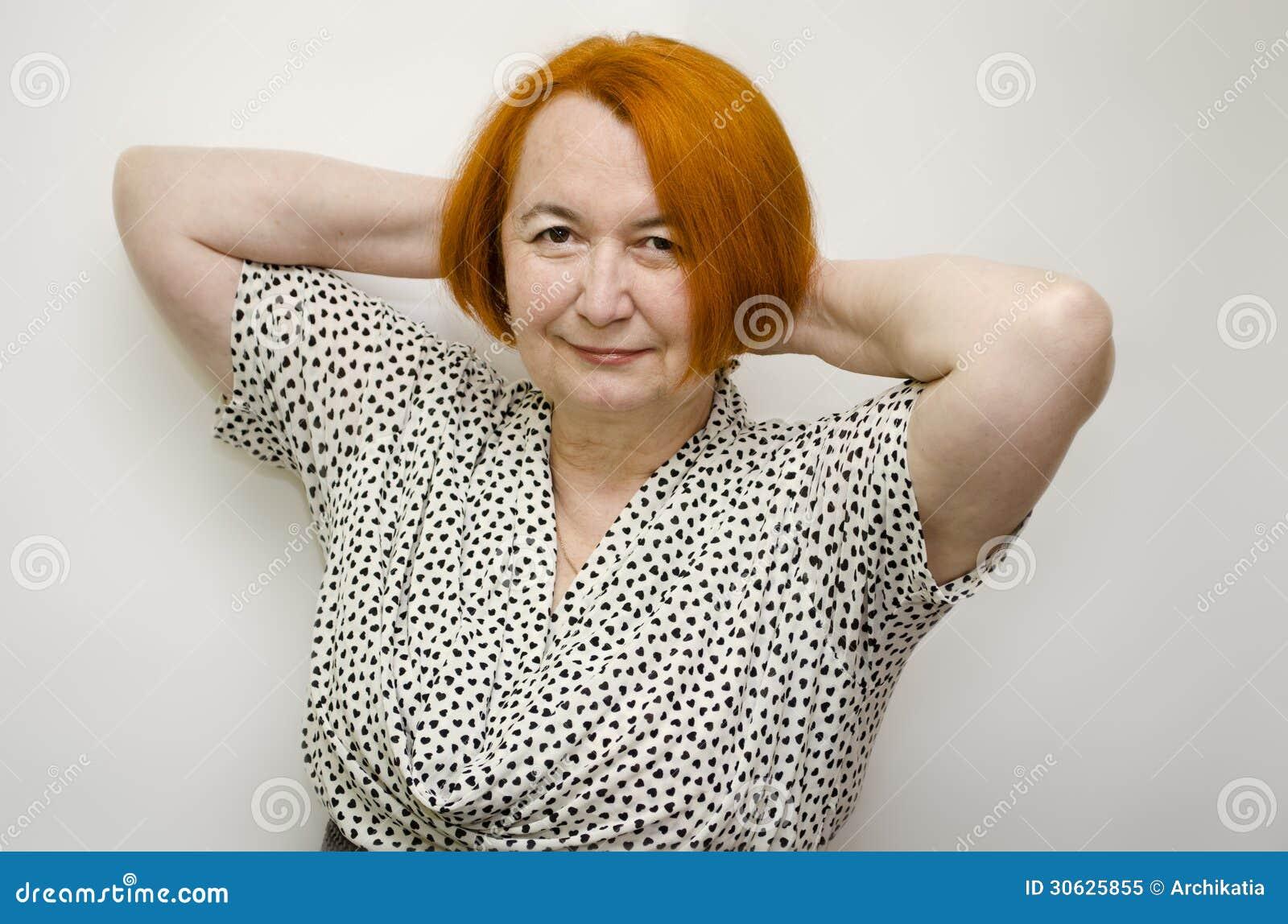 зрелая женщина с волосами