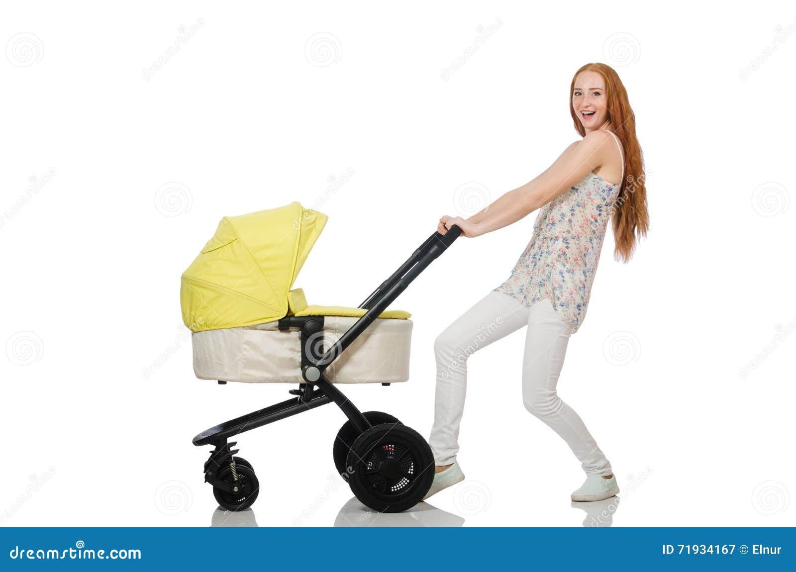 Женщина с младенцем и pram изолированный на белизне