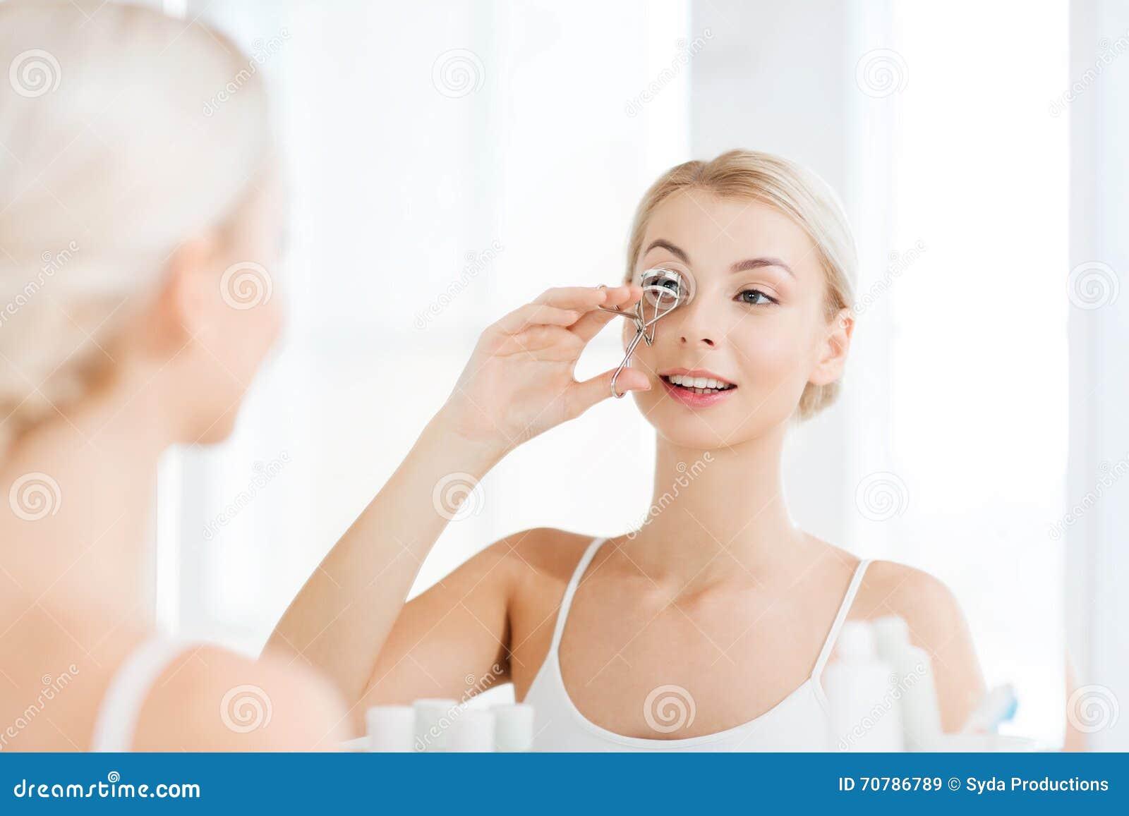 Индивидуалки перми, девушка дома утром в ванной комнате