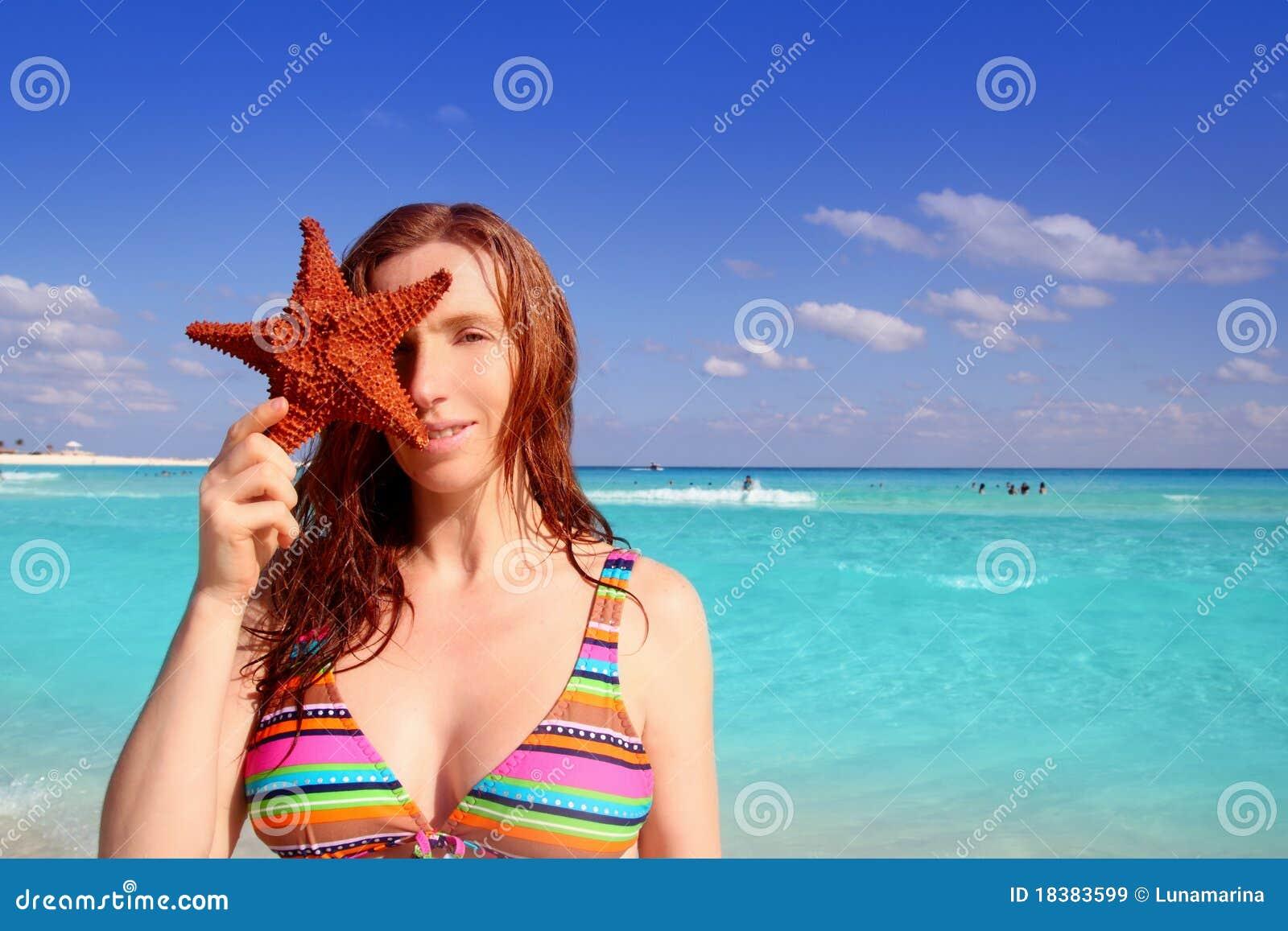 женщина туриста starfish удерживания бикини