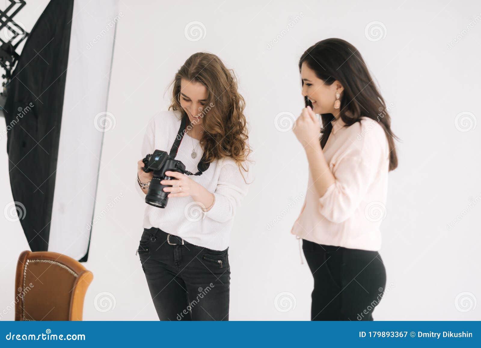 Работа девушке моделью бобров плюс сайз девушка модель работа