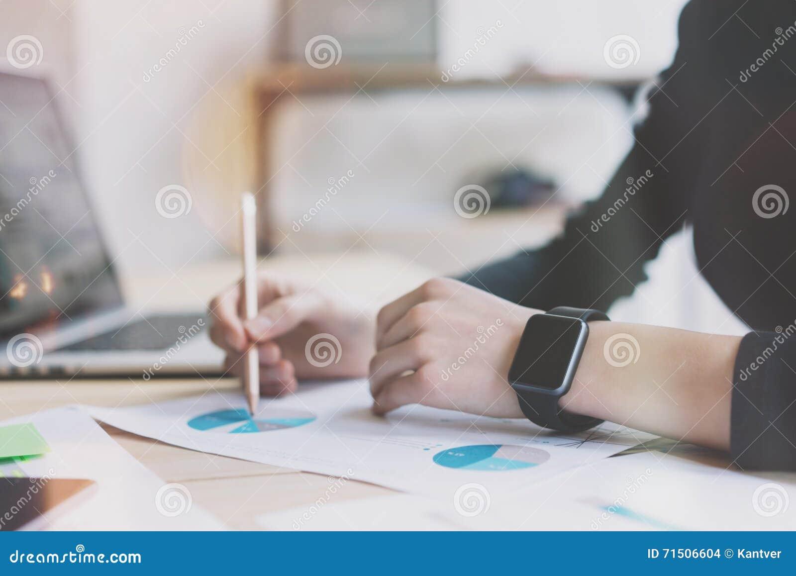 Девушка модель процесса работы с документами работа пушкин для девушек