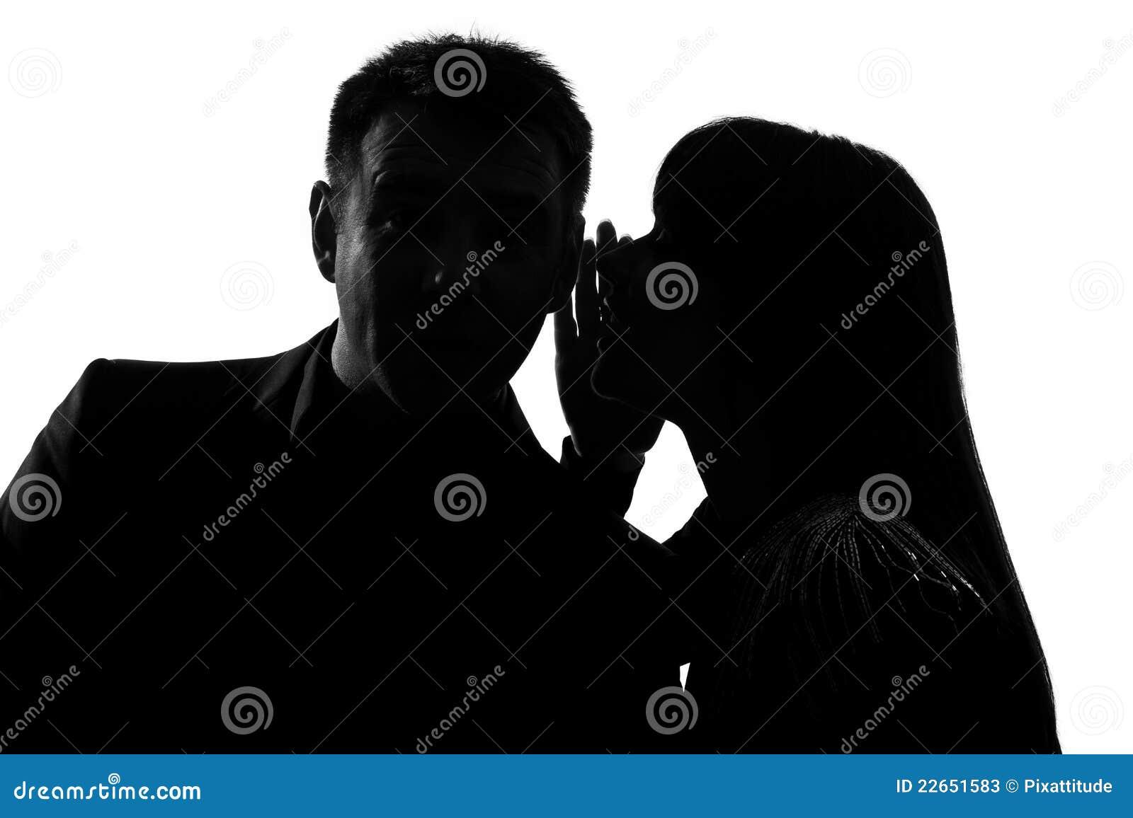 женщина человека одного уха пар шепча