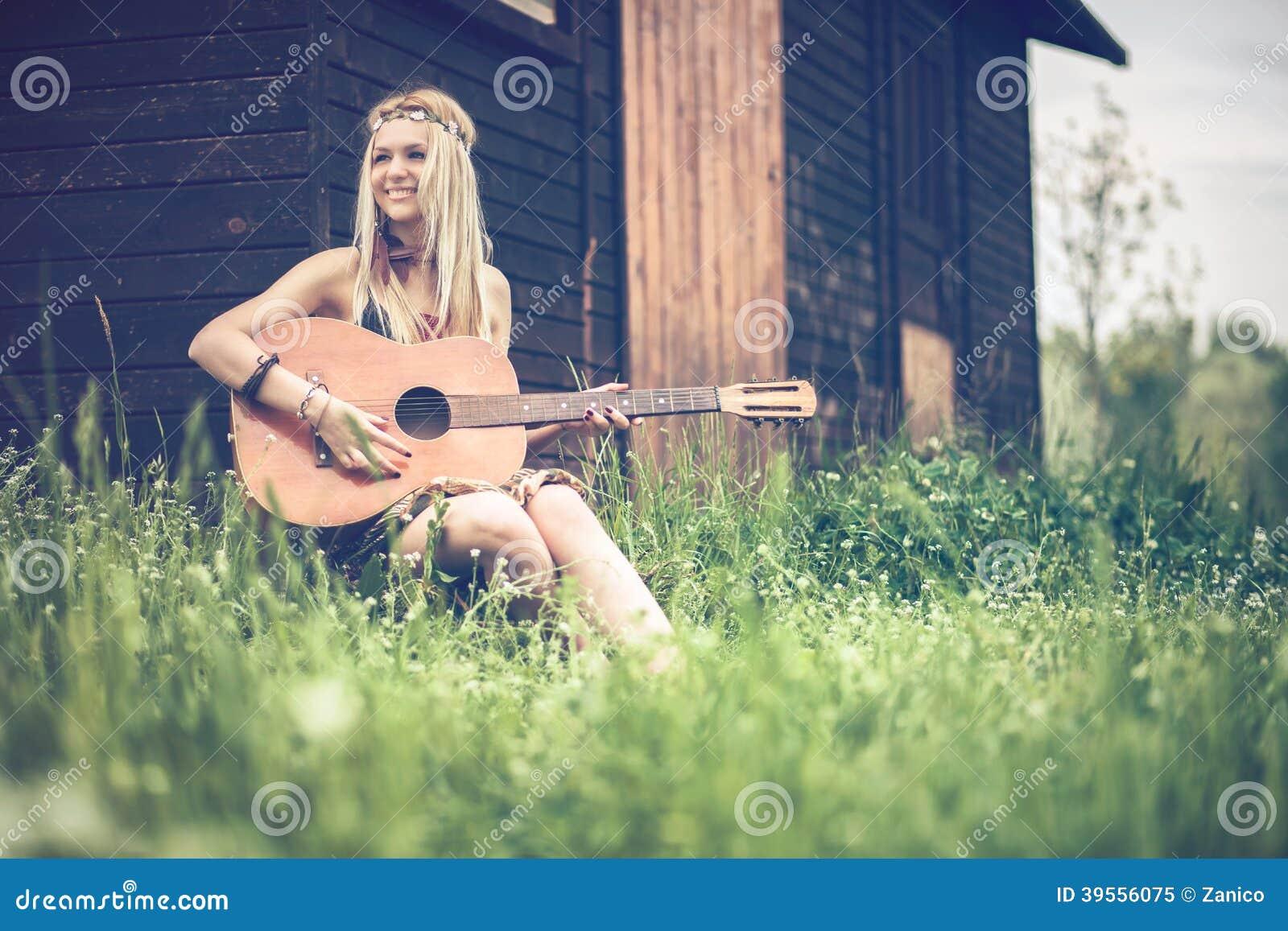Фото девушек хиппи голых, Старые хиппи ебутся в переулке порно фото бесплатно 24 фотография