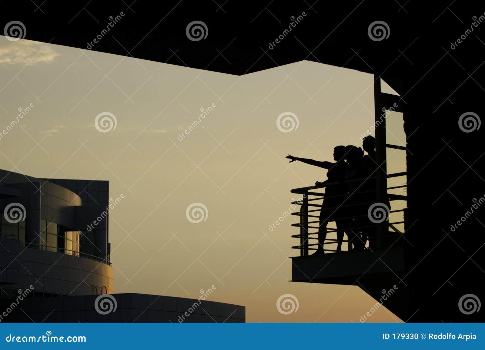 женщины балкона