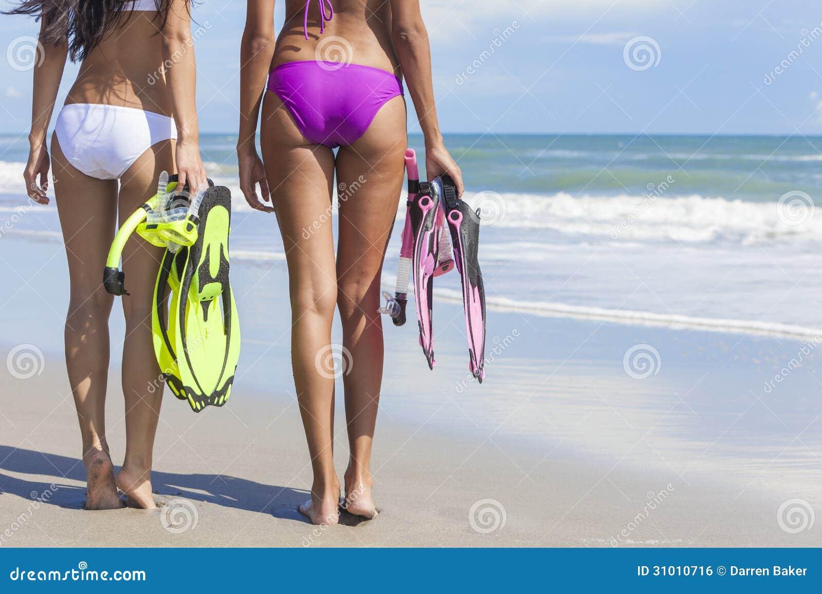 Красивое фото девушки на пляже вид сзади — 7