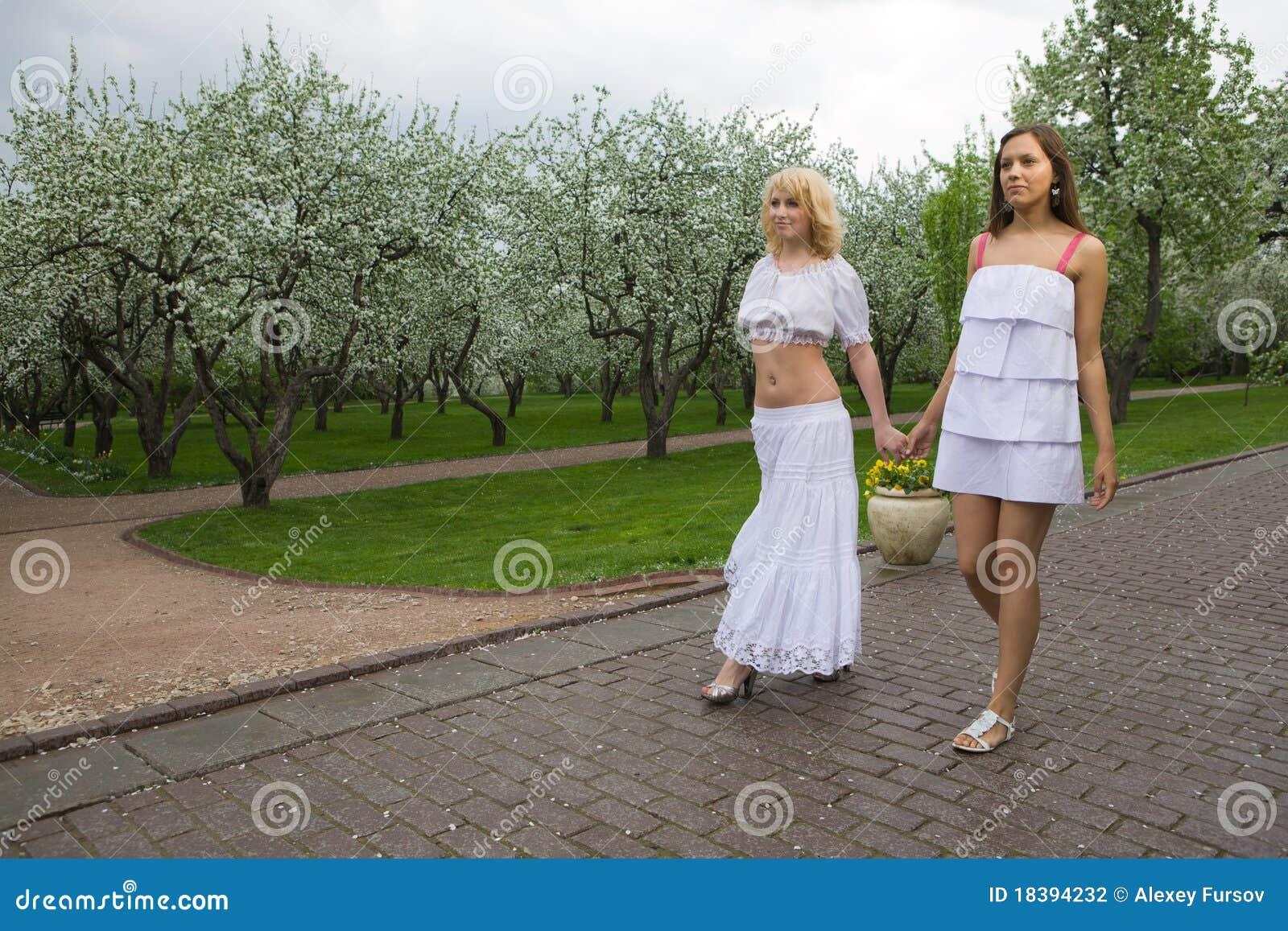 женщины весны 2