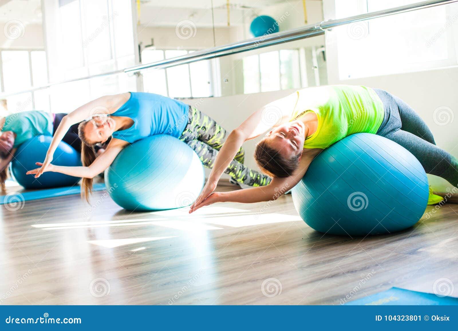 Женщины, который включили в Pilates