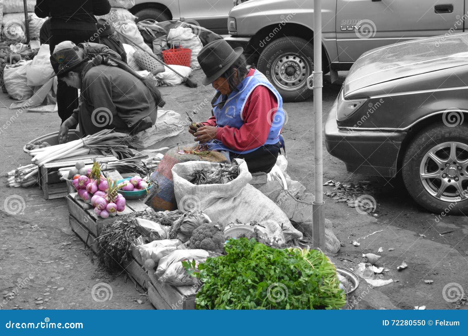 Download Женщины работая в рынке эквадора Редакционное Изображение - изображение насчитывающей был, люди: 72280550