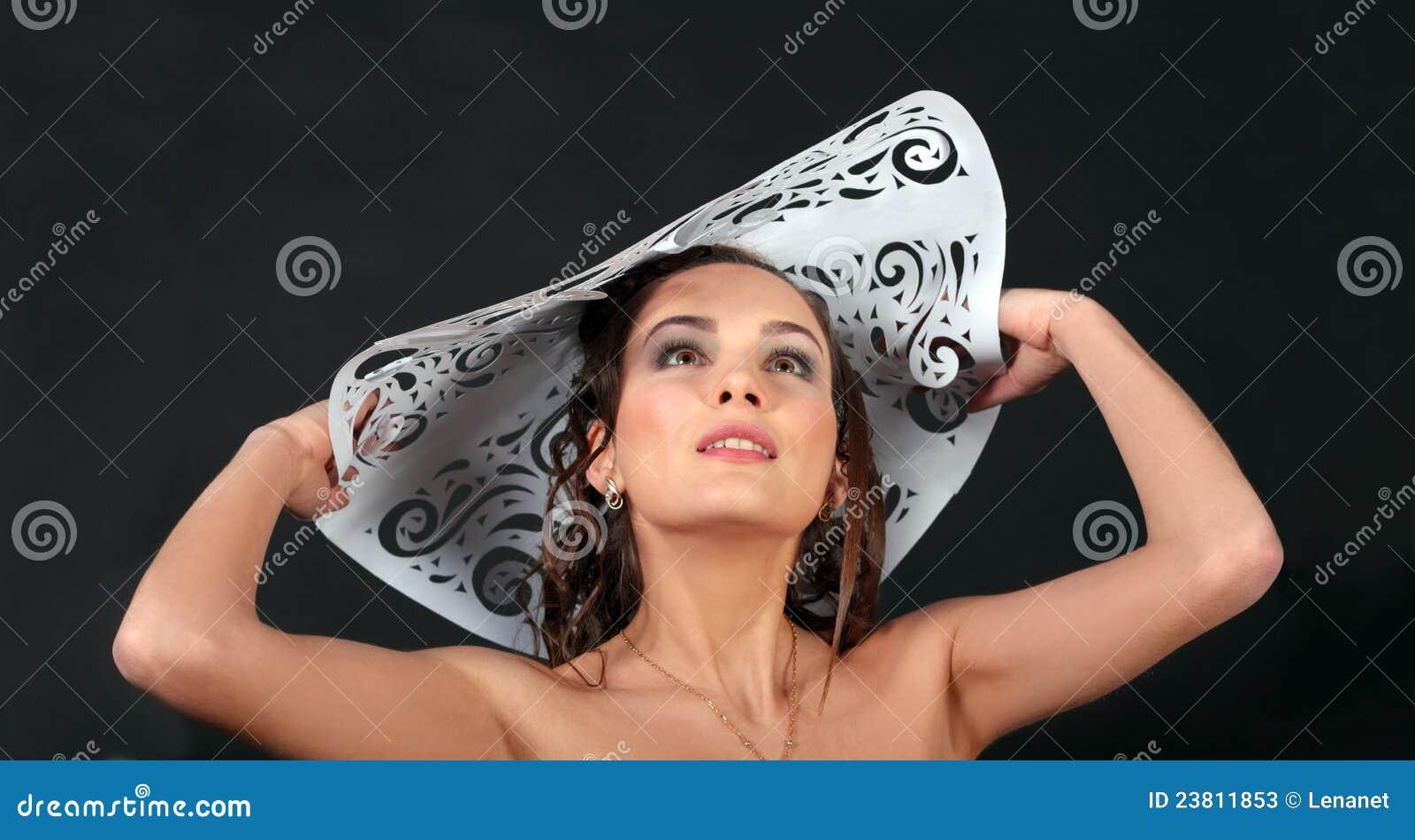 женщины шлема бумажные белые молодые