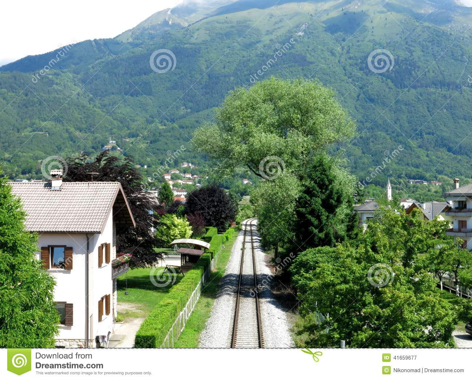 Железная дорога Италия деревни Беллуно