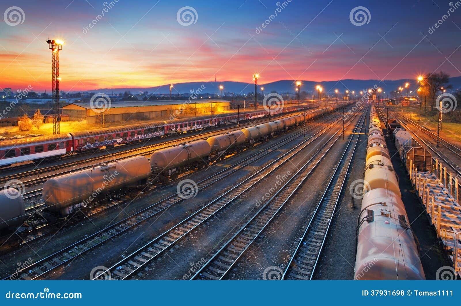 Железнодорожная станция товарного состава груза
