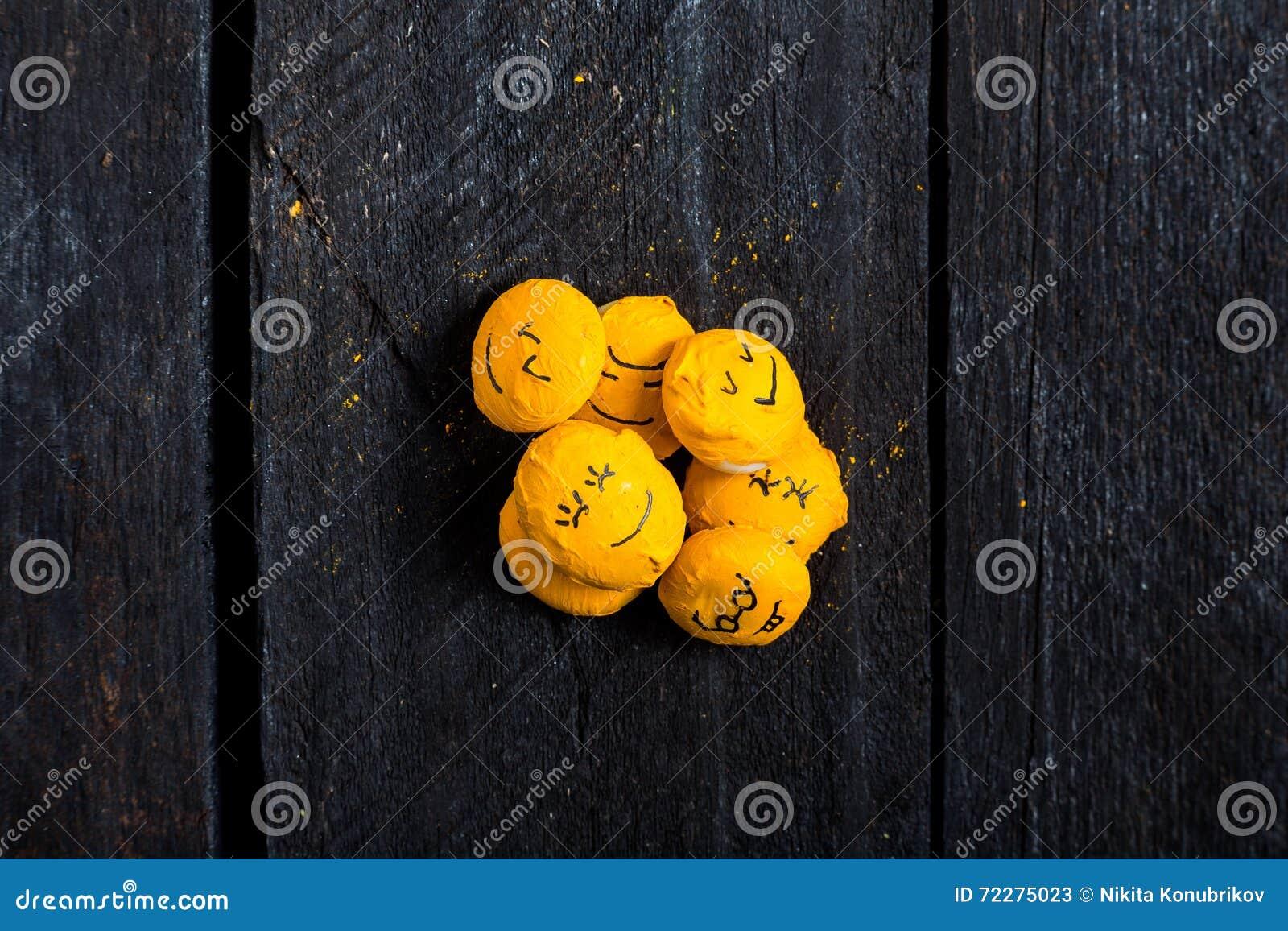 Download Желтая таблица сына улыбки иллюстрация штока. иллюстрации насчитывающей смешно - 72275023