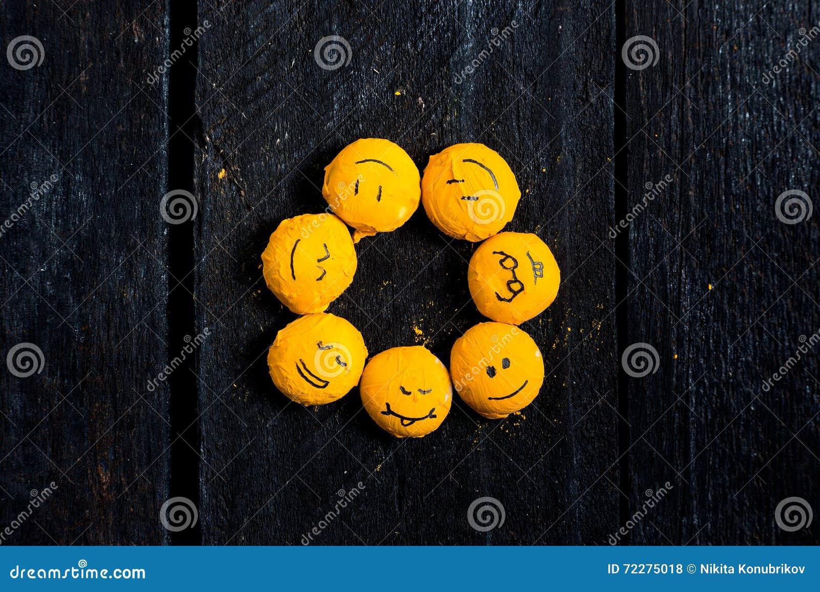 Download Желтая улыбка как солнце иллюстрация штока. иллюстрации насчитывающей шуточно - 72275018