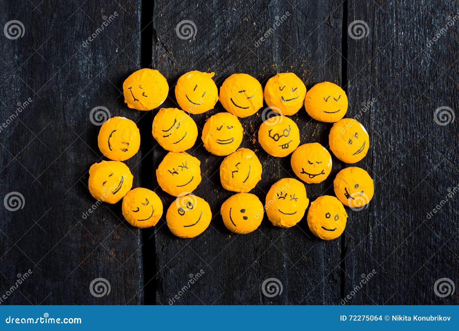Download Желтый комплект улыбки иллюстрация штока. иллюстрации насчитывающей собрание - 72275064