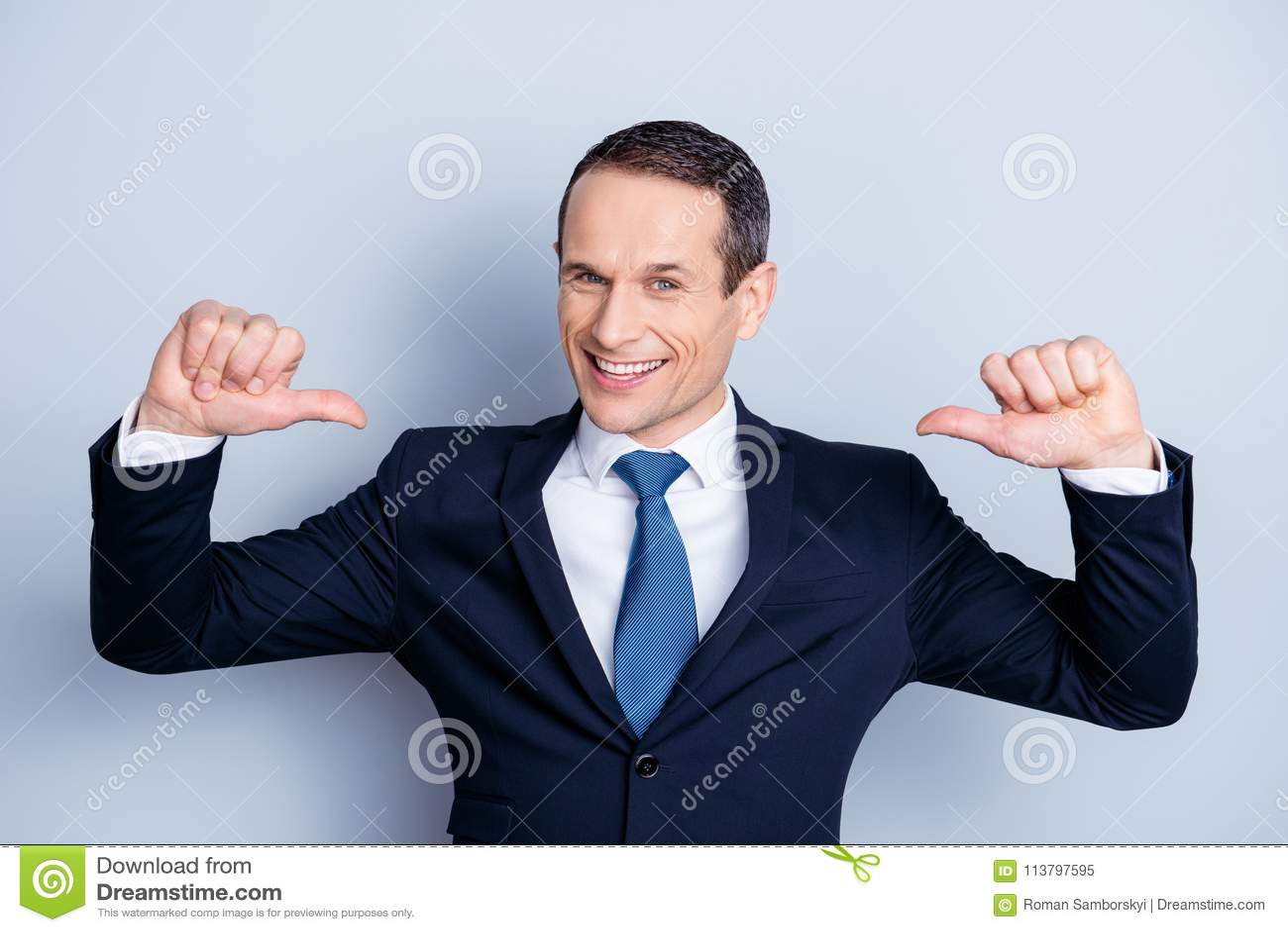 Жизнерадостный финансист, положительный экономист, уверенно политичный человек внутри