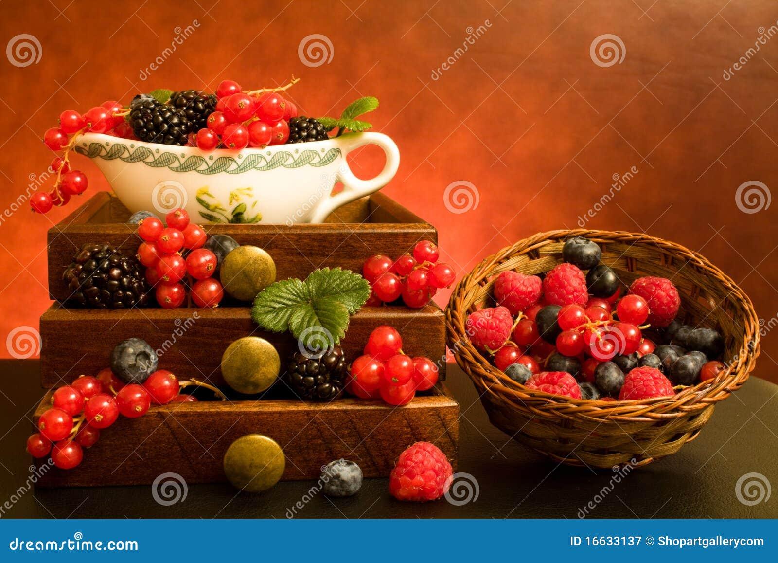 жизнь ягод все еще