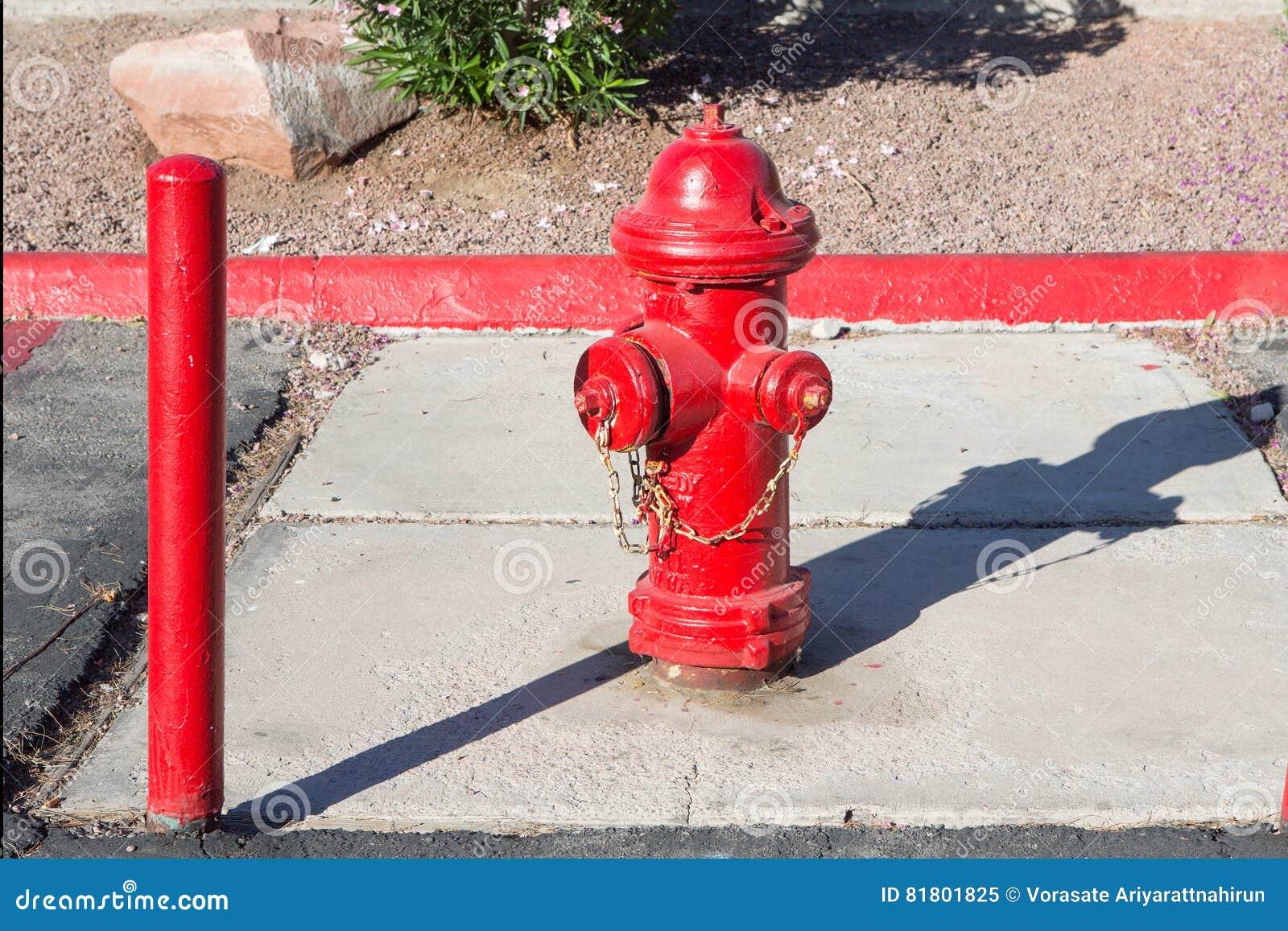 Жидкостный огнетушитель на поле
