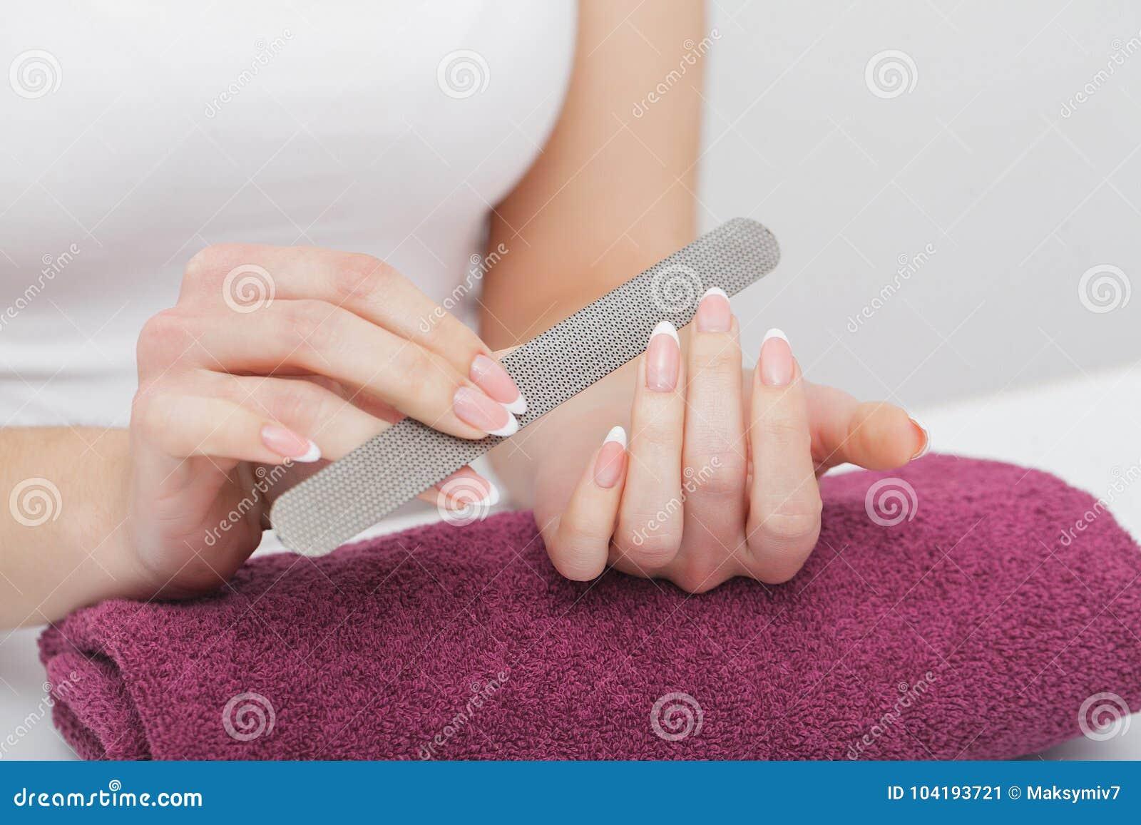 vlagalish-smazkoy-sperma-i-zhenskie-ruki-samolete