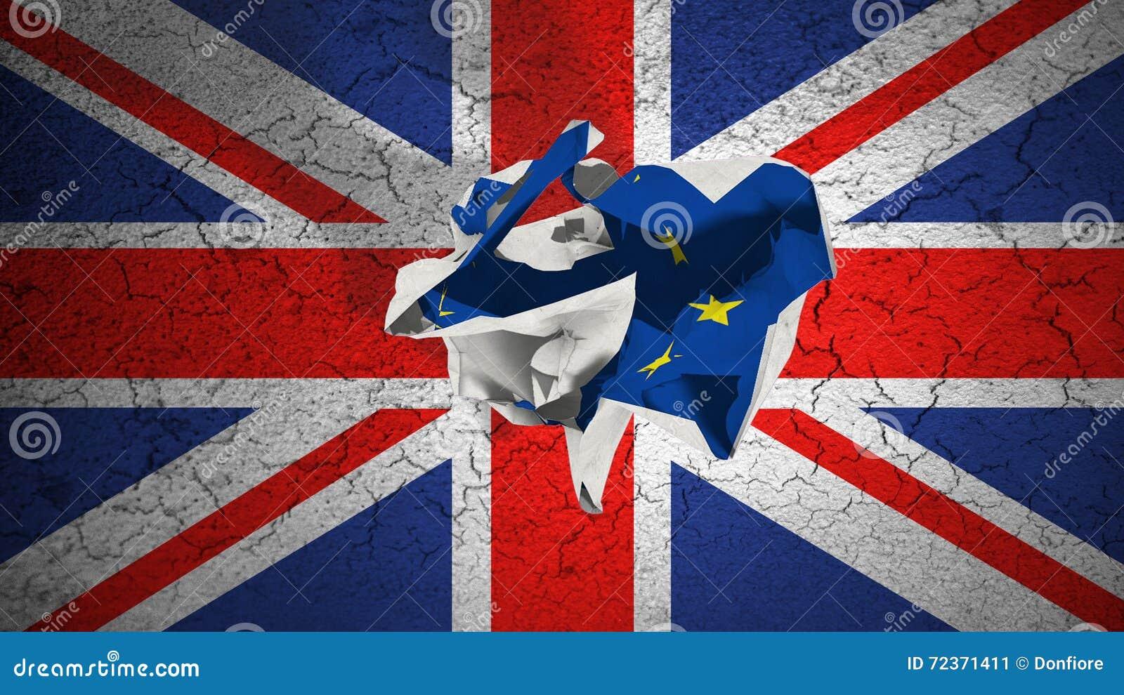 Завальцовка Brexit скомкала бумагу с голубым флагом EC Европейского союза на флаге Великобритании Великобритании grunge