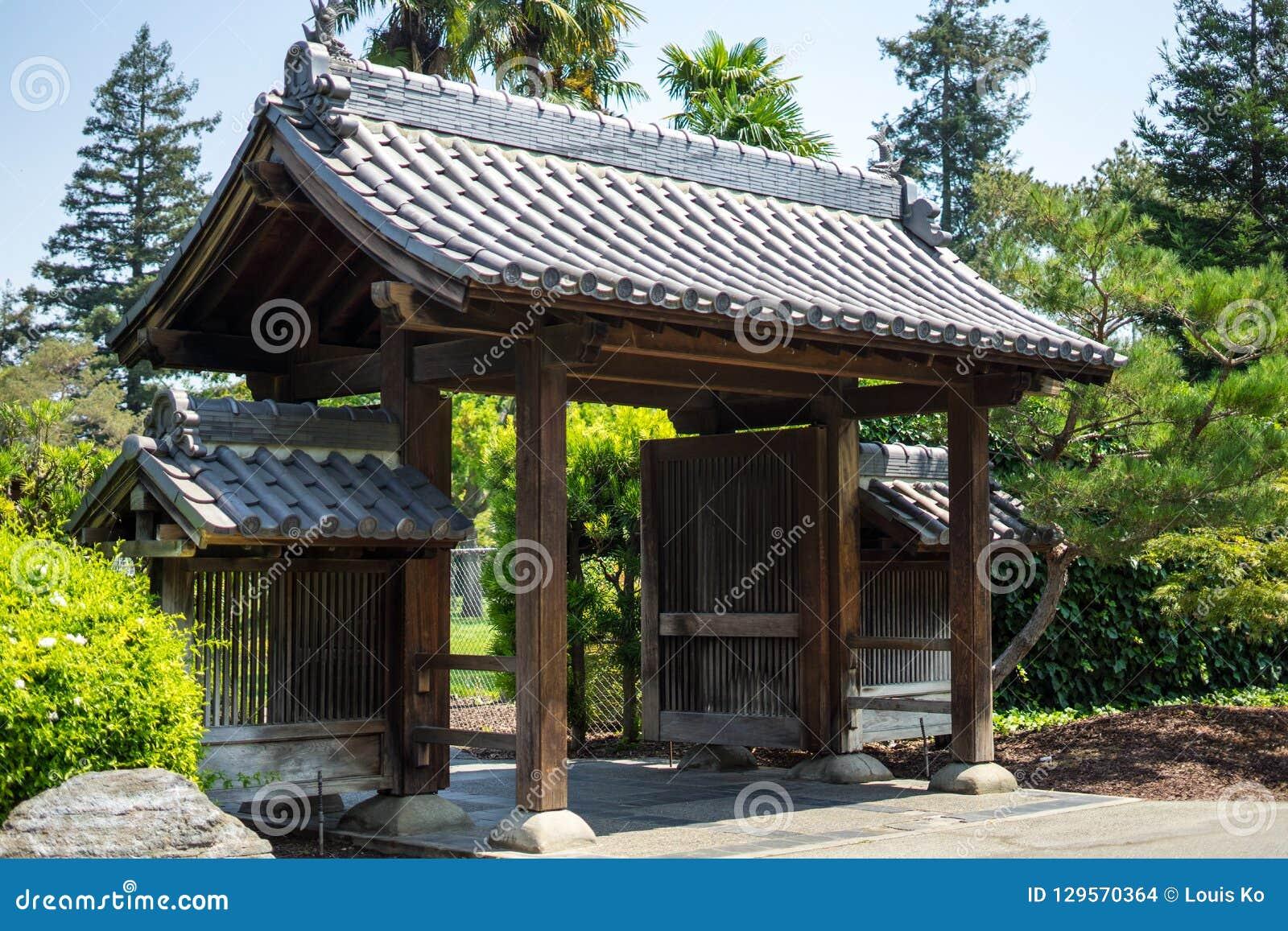 Заводы в японском саде