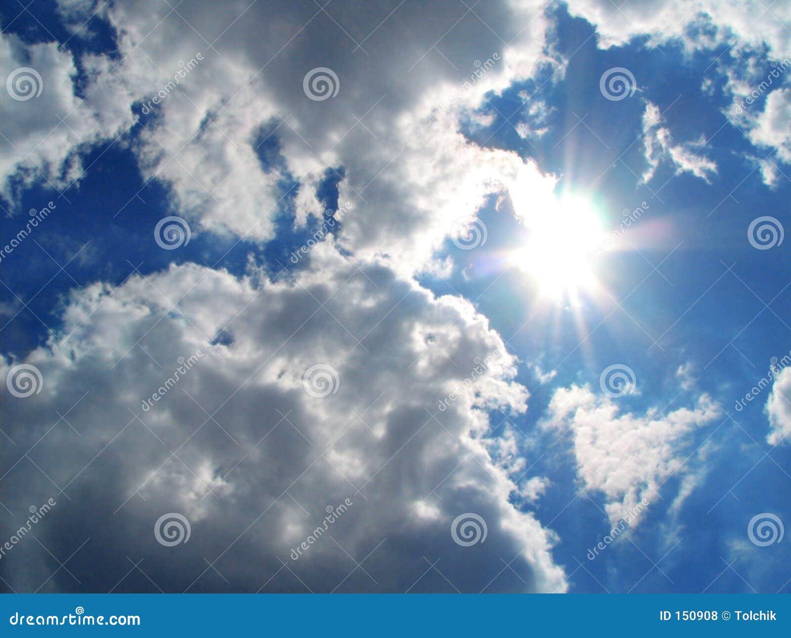 заволакивает солнце неба