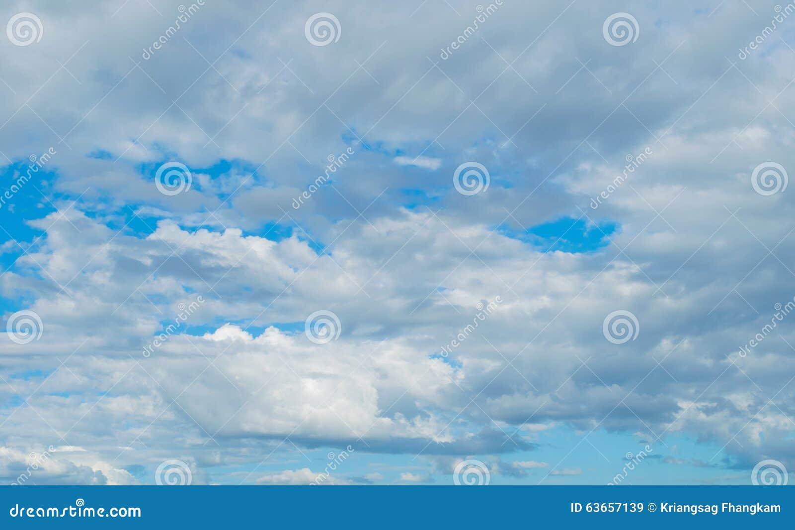 заволакивает небо