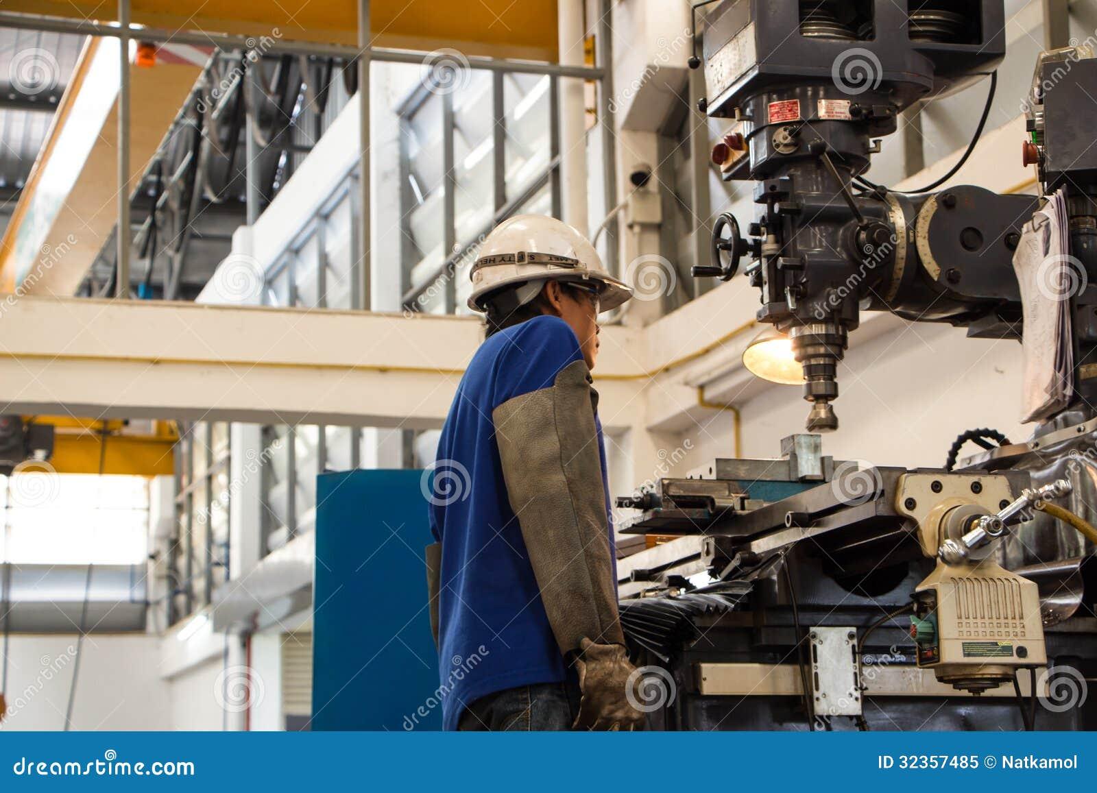 Заводской рабочий