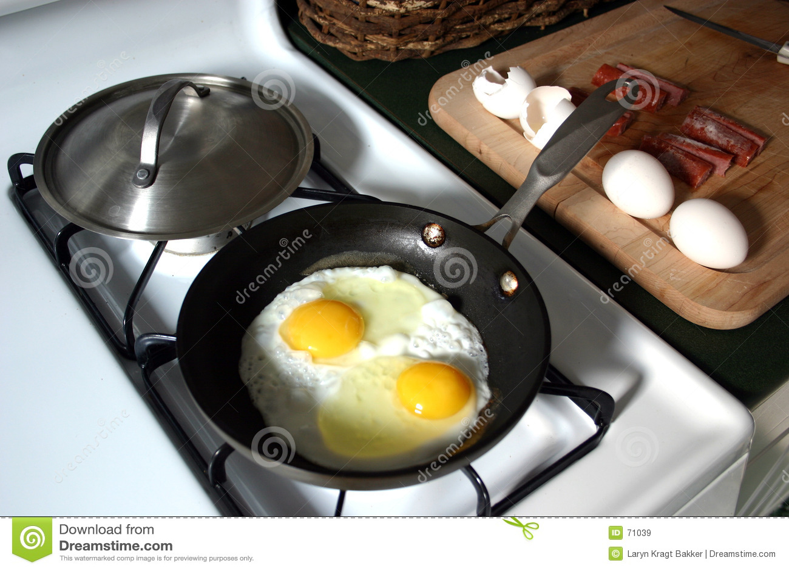 завтрак eggs сосиска