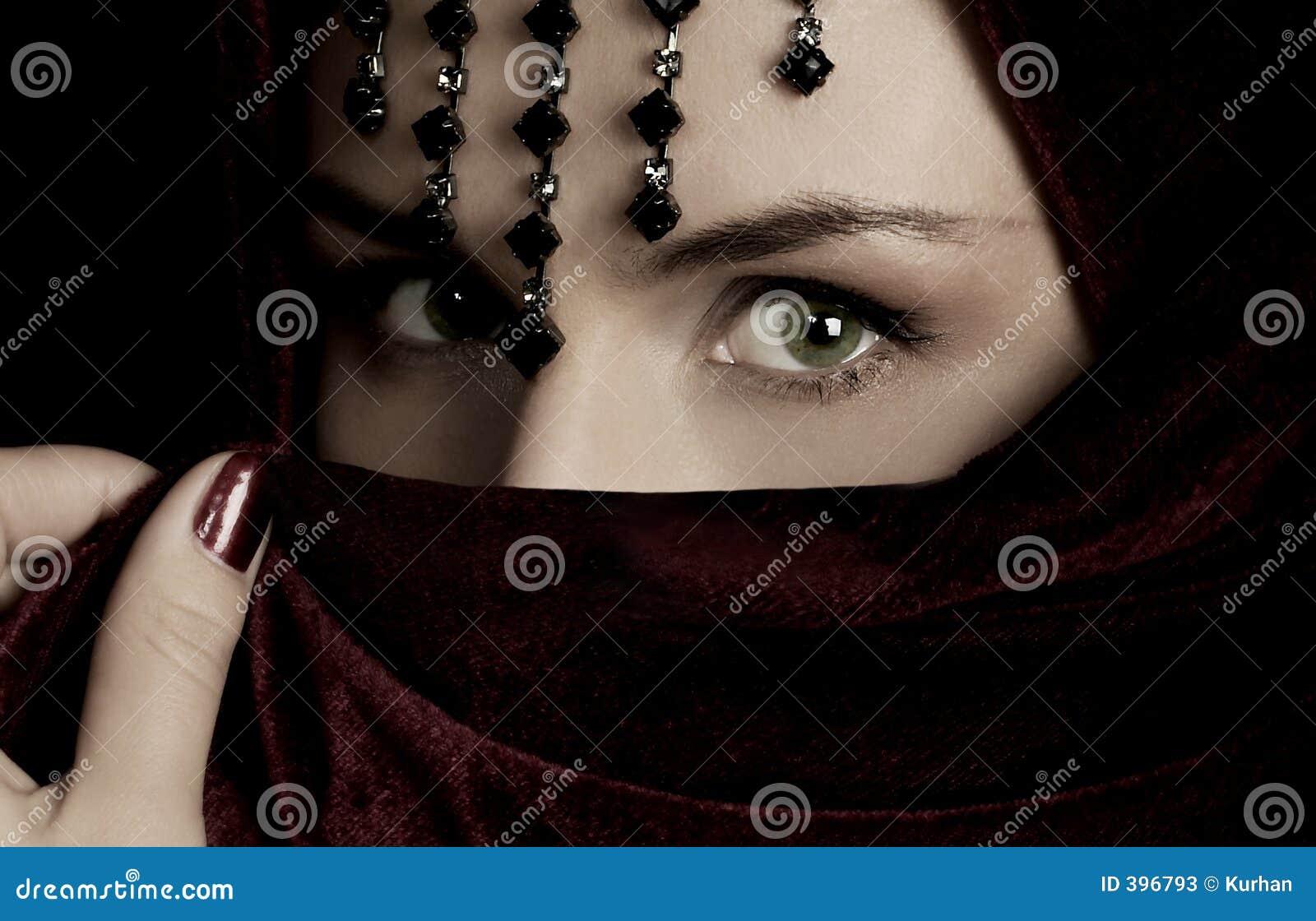 загадочная женщина