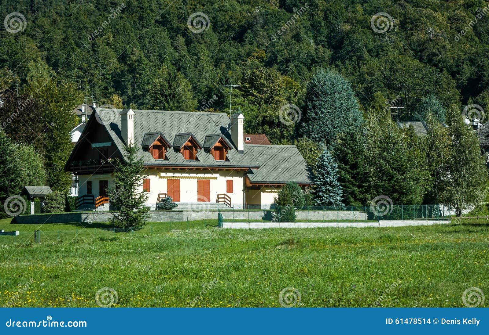 Загородный дом в швейцарии продажа недвижимости во франции