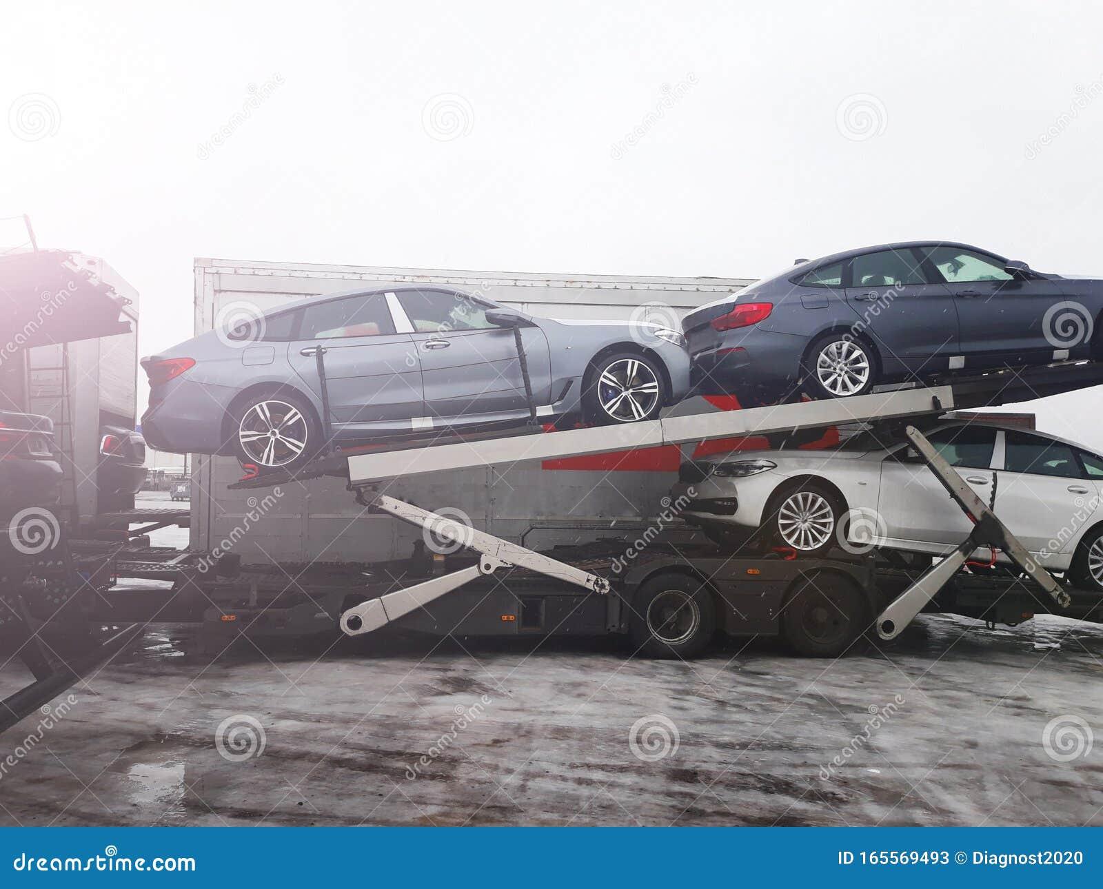Новые автомобили с конвейера конвейер винтовой вертикальный