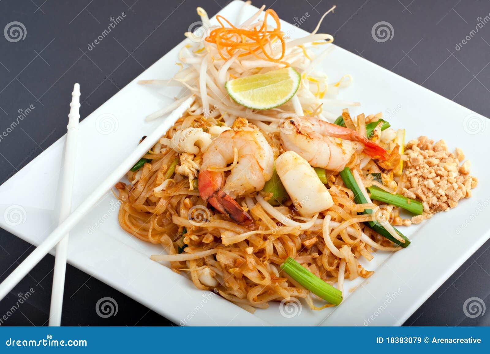 зажаренные лапши прокладывают продукты моря риса тайские