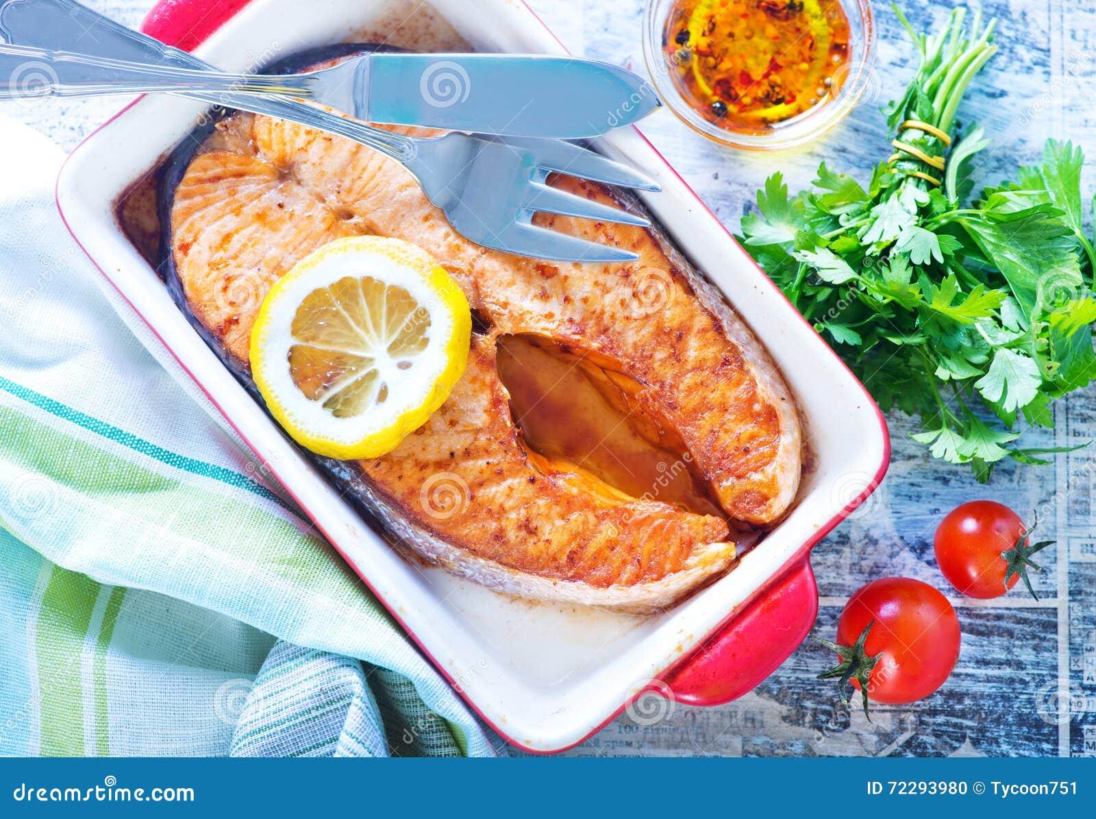 Download Зажаренные рыбы в шаре стоковое фото. изображение насчитывающей часть - 72293980