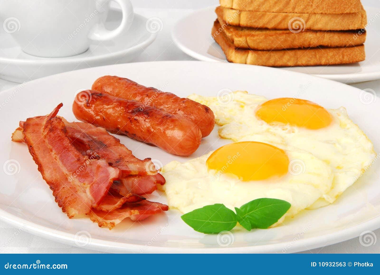 зажаренные яичка завтрака