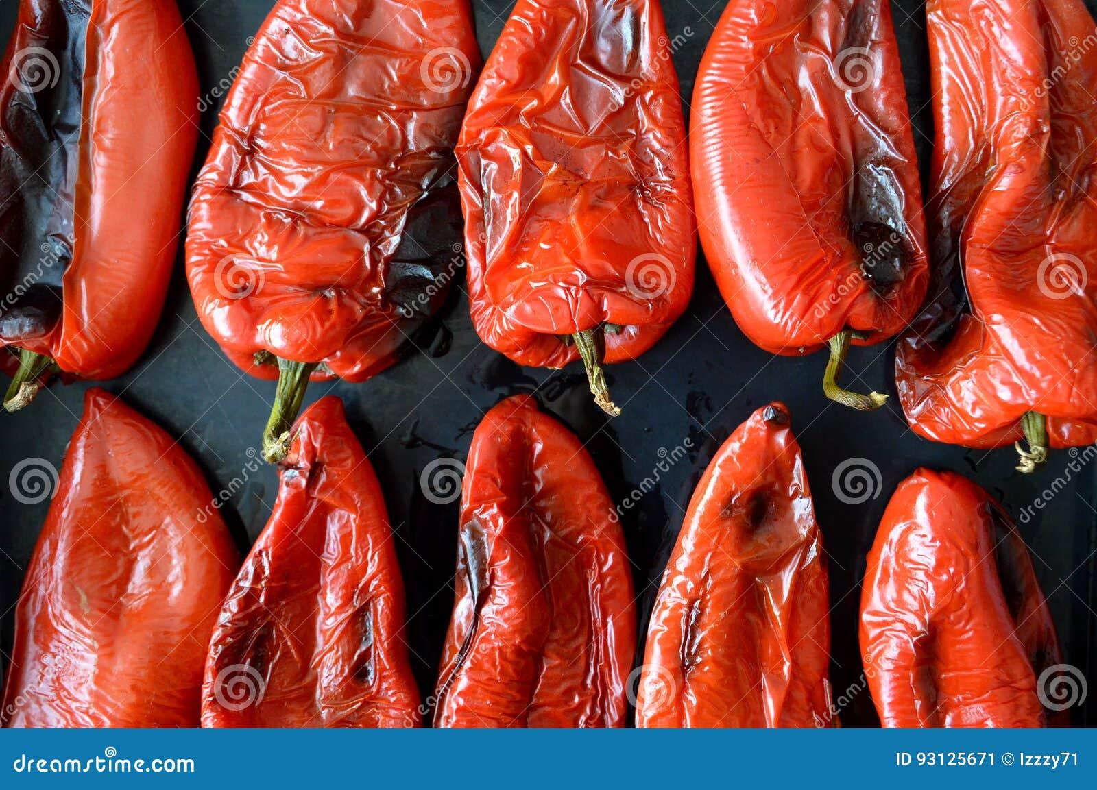 зажаренный в духовке красный цвет перца