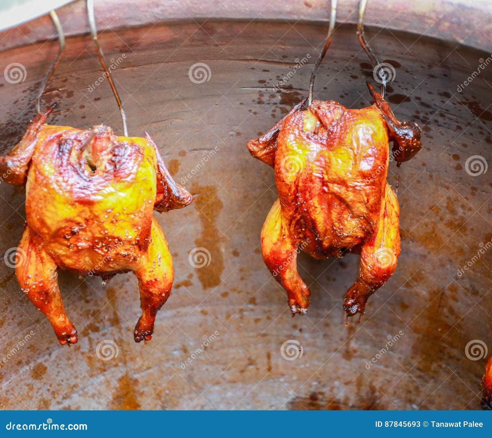зажаренный в духовке цыпленок