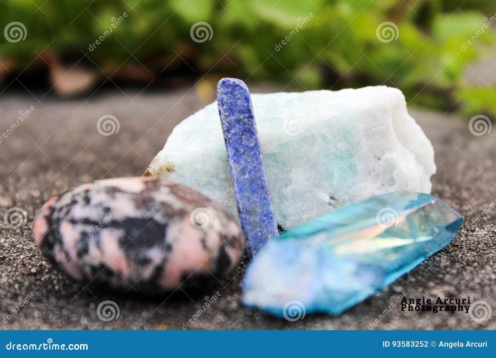 Заживление камни и кристаллы в природе