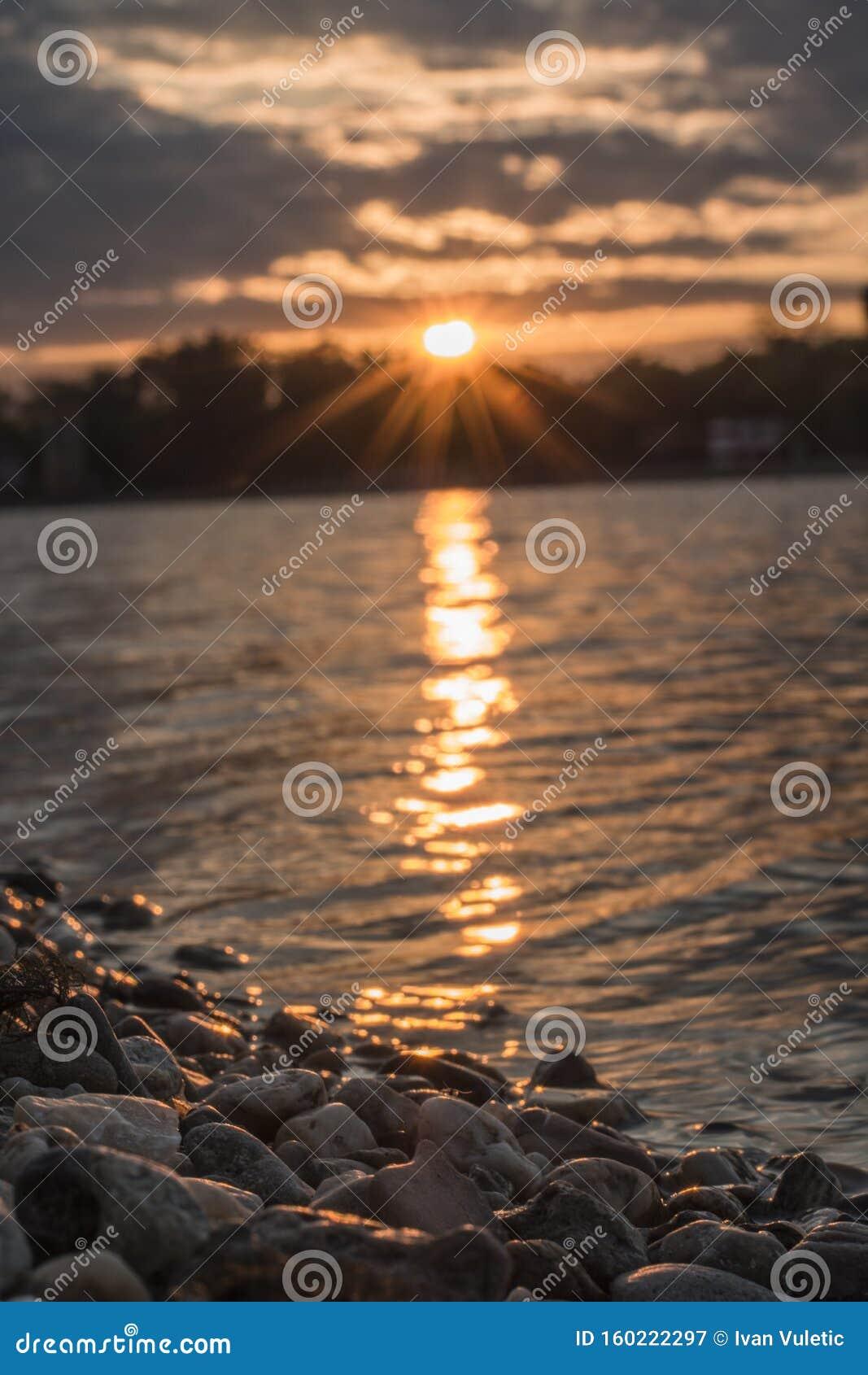 Закат в Белграде на озере Ада
